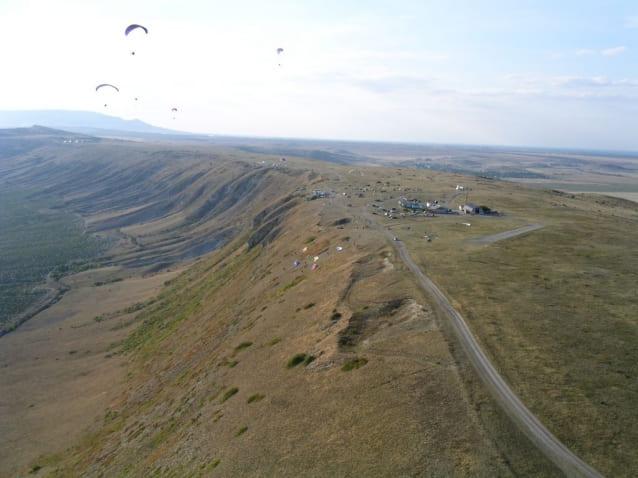 парапланы над горой Клементьева