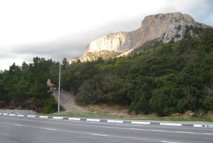 начало тропы на Ильяс-Кая и храм Солнца от Сарыча
