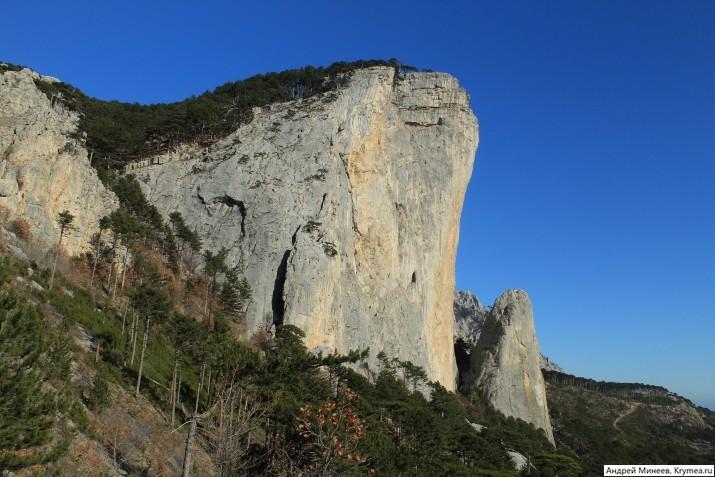 отвесная гора Шаан-Кая в Крыму