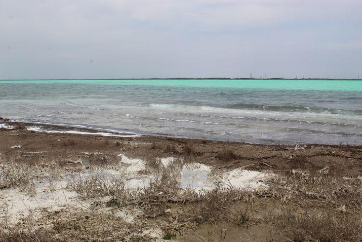 Красное озеро фото
