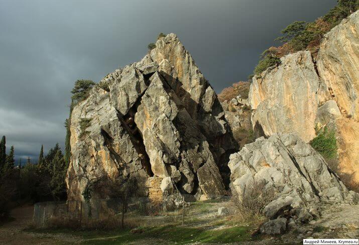 Никита Крым - горы и скалы